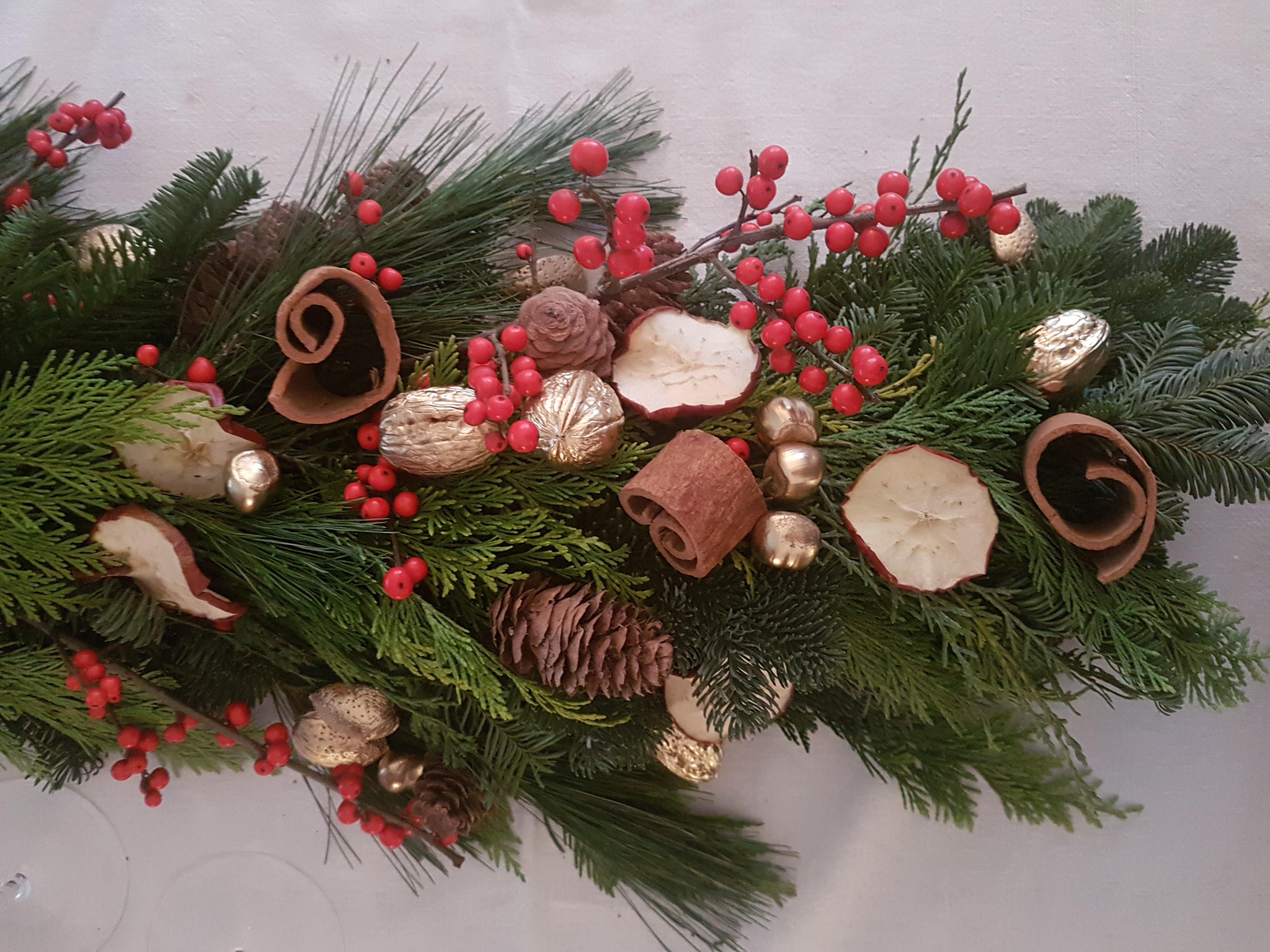 Centro tavola natalizio 34 verdi e contenti - Centro tavola natalizio con pigne ...